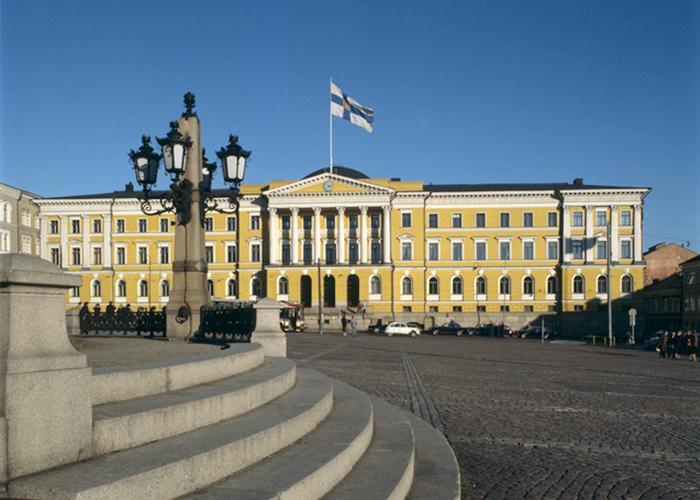 SuomenMatkassa_2000_Valtioneuvosto_700x500